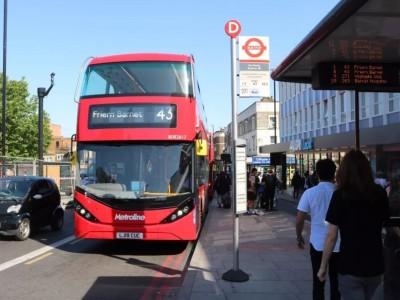 伦敦首个大规模纯电动双层大巴车队正式投入运营