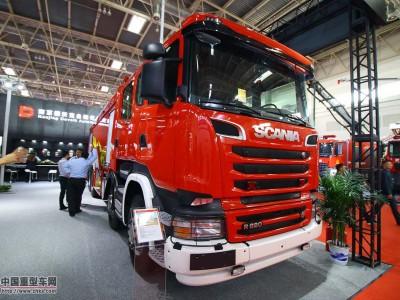 一车坐10人 原厂双排+V8 消防展上的斯堪尼亚R620底盘重型水罐泡沫车