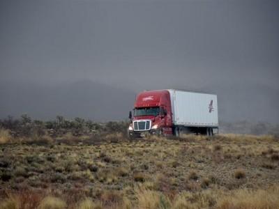 美国自动驾驶卡车完成了世界首次长途送货 4500km无事故