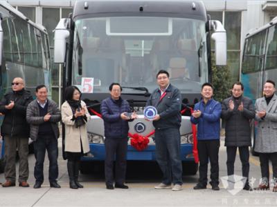 服务世界级航空枢纽 申龙机场巴士批量交付上海空港巴士