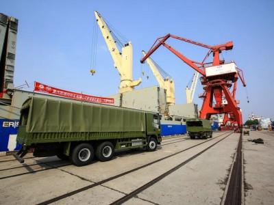 重庆凯瑞特种车290台批量出口车顺利起运发往柬埔寨