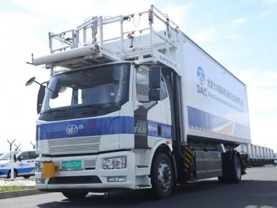 一汽解放新能源航食车在大兴机场投入运行