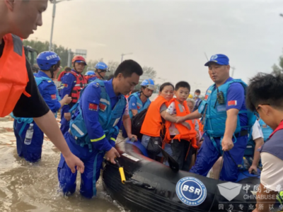 风雨无惧 大爱当先!南京依维柯携力蓝天救援队为生命护航