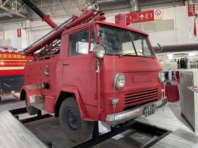 86式牌照的SP-130泵浦消防车带你穿越回上个世纪